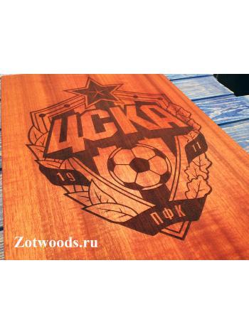 Разделочная доска из красного дерева с эмблемой ЦСКА