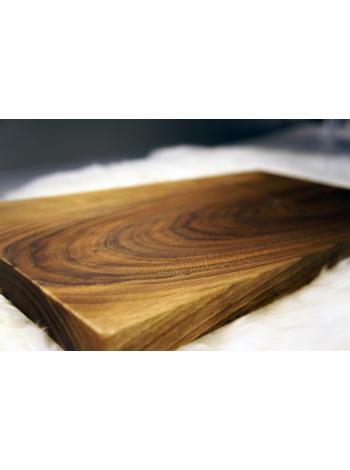 Разделочная доска из дерева массива ореха.